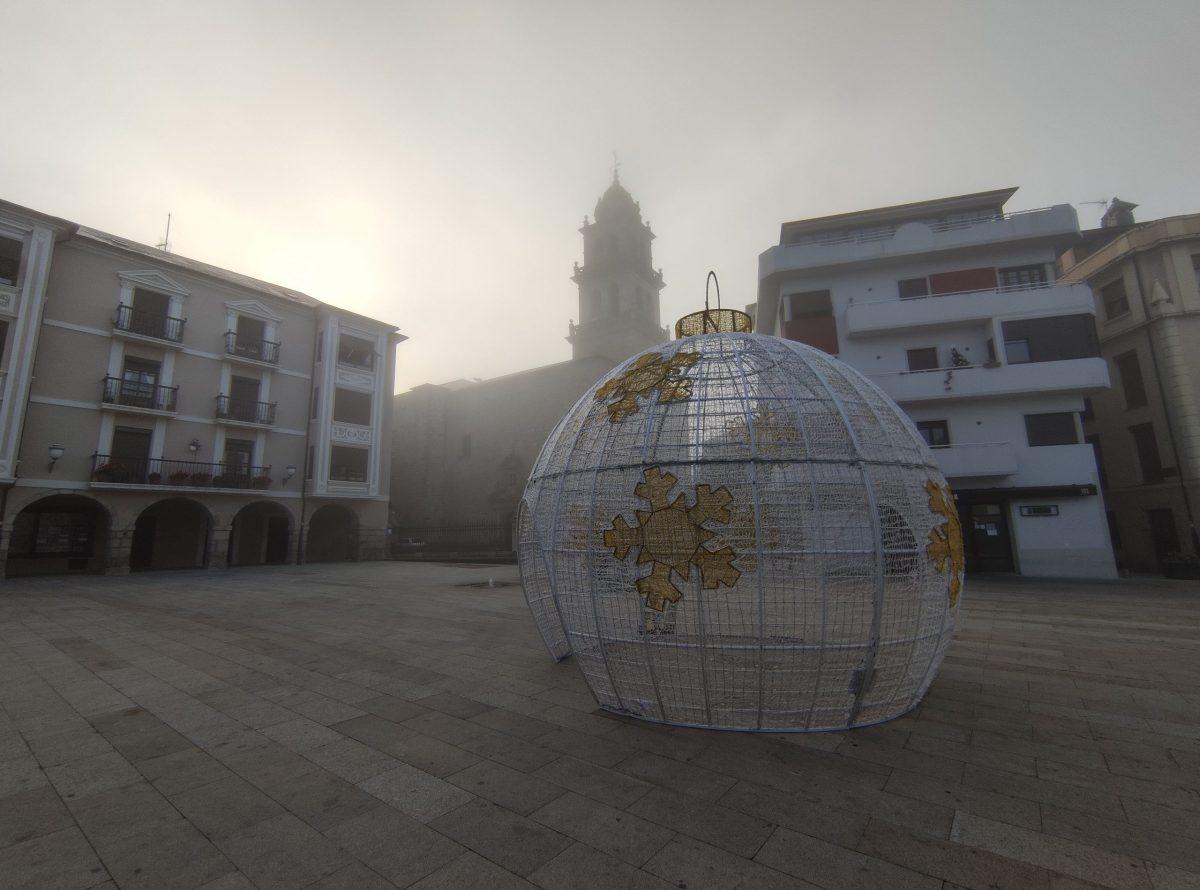 Ponferrada disfrutará de una bola gigante y un árbol de grandes dimensiones como parte de la iluminación navideña 1
