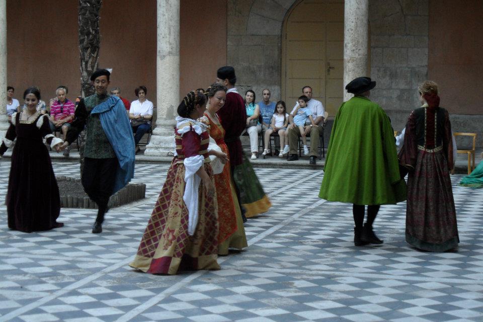 """El sábado llega al municipal de Cubillos del SIl el espectáculo: """"Danza histórica del renacimiento"""" 1"""