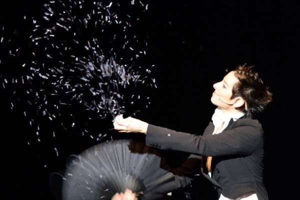 Cabañas Raras contará con la actuación de un mago dentro del Festival Vive La Magia 1