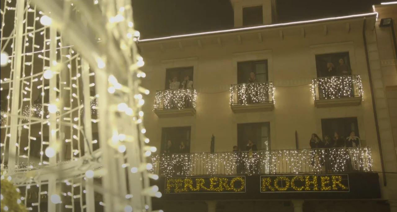 VÍDEO   Así lució Astorga en 'Prime time' la iluminación creada por Ferrero Rocher 1