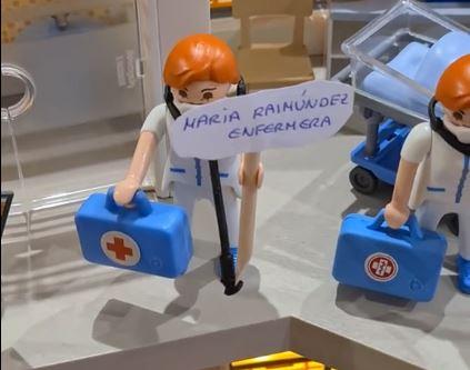 El homenaje de una familia al Hospital del Bierzo y a los autónomos con un belén de Playmobil 2