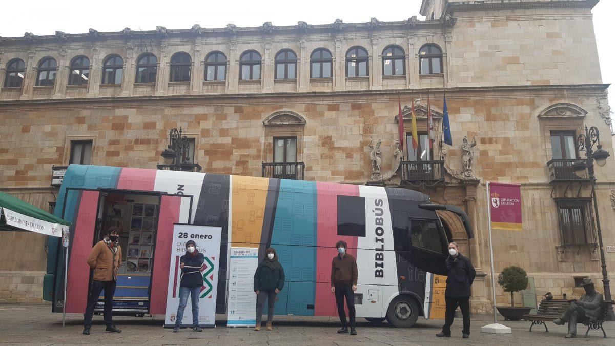 La Diputación aplaude el esfuerzo de los Bibliobuses de León por seguir acercando la cultura al medio rural incluso en tiempos de pandemia 1