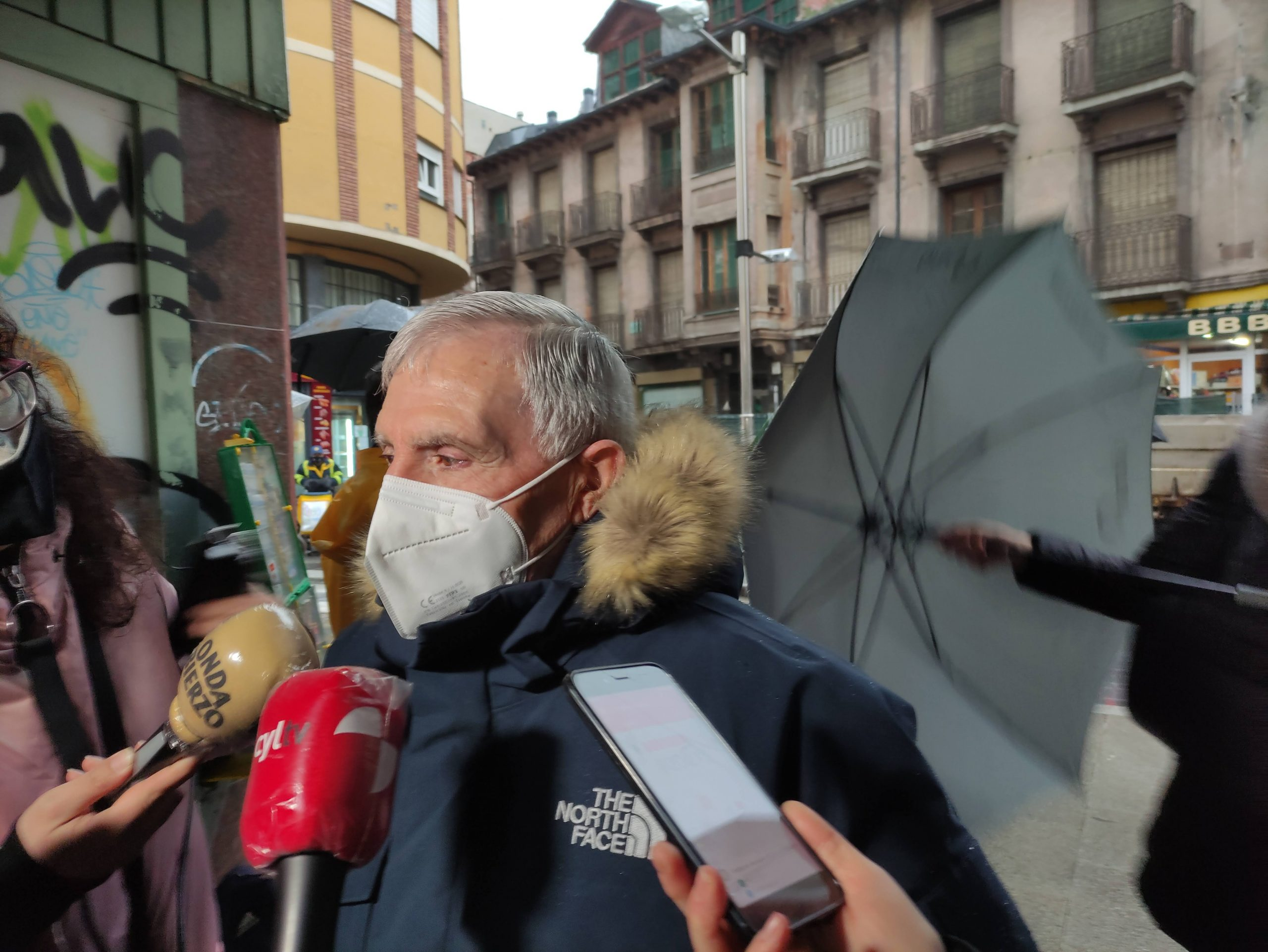 VÍDEO Y FOTOS | Así se despidieron los dos proyectores de carbones del emblemático Cine Adriano 7