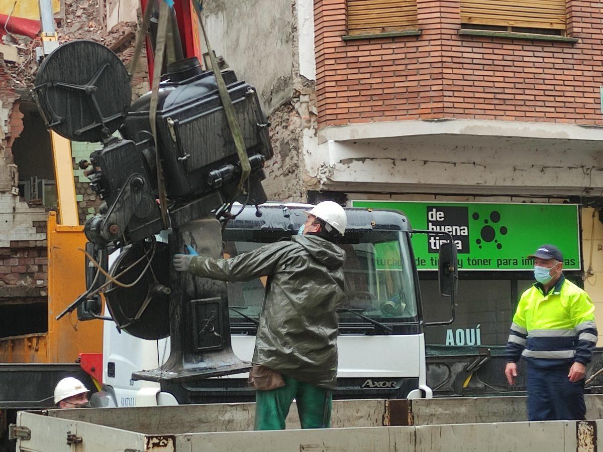 VÍDEO Y FOTOS | Así se despidieron los dos proyectores de carbones del emblemático Cine Adriano 1