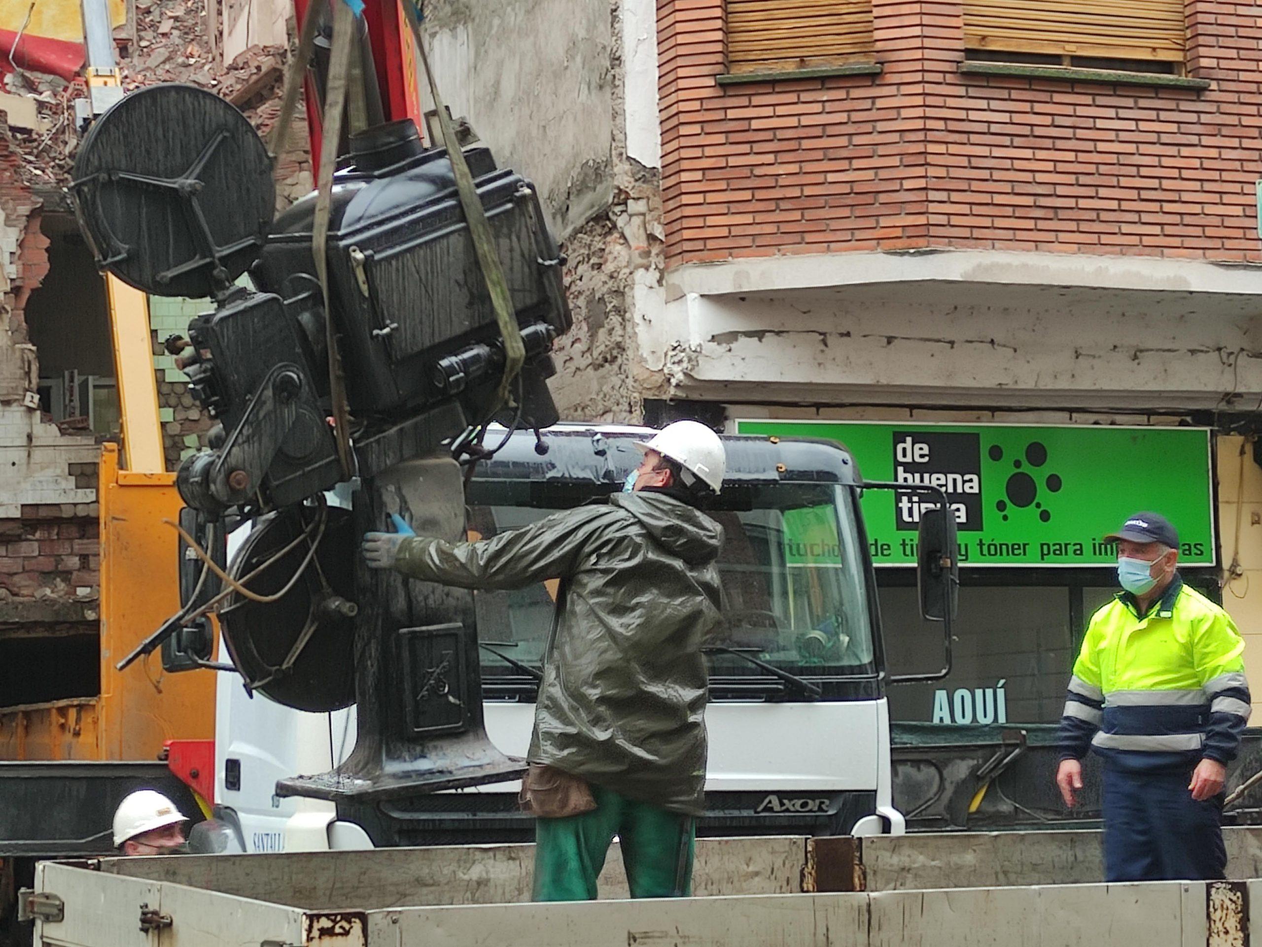 VÍDEO Y FOTOS | Así se despidieron los dos proyectores de carbones del emblemático Cine Adriano 2