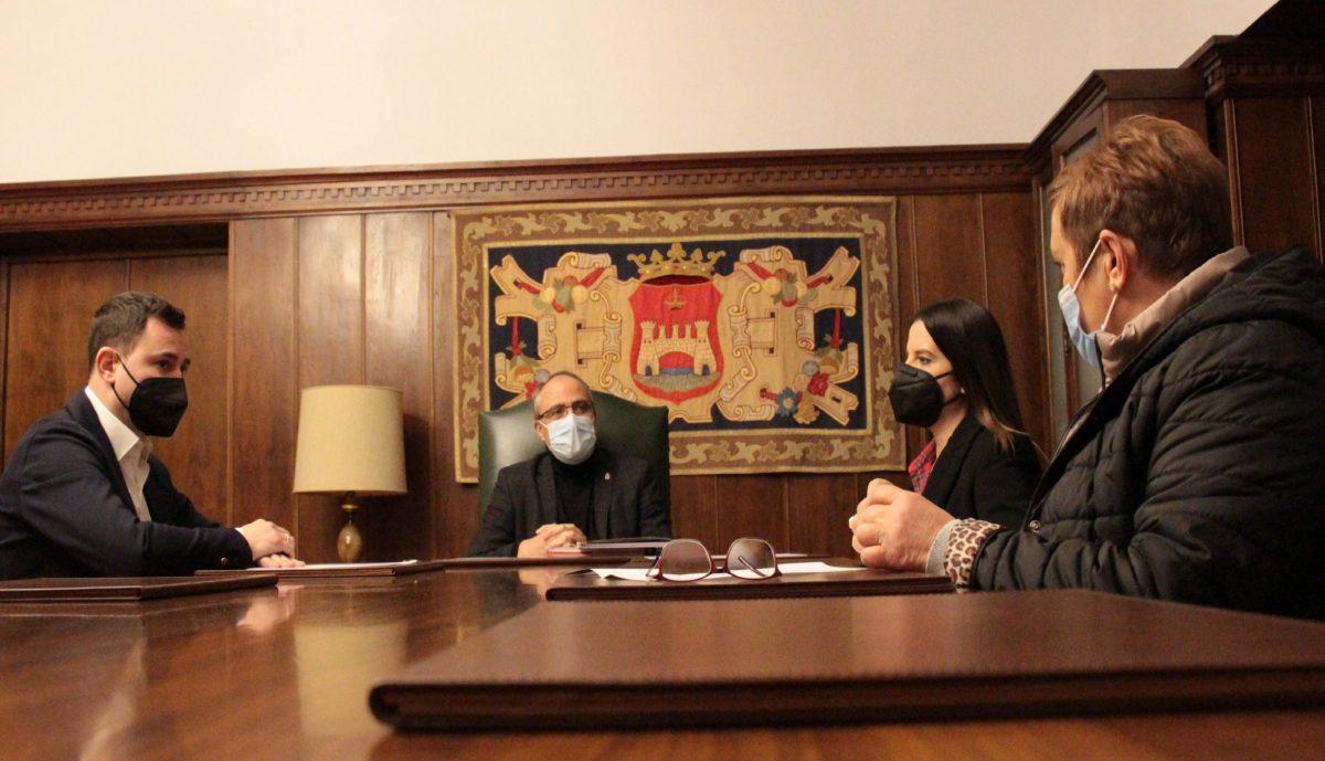 El alcalde de Ponferrada pide implicación a los parlamentarios leoneses en las reclamaciones del Eje Atlántico, la A-76, el Cylog y la Ciuden 1