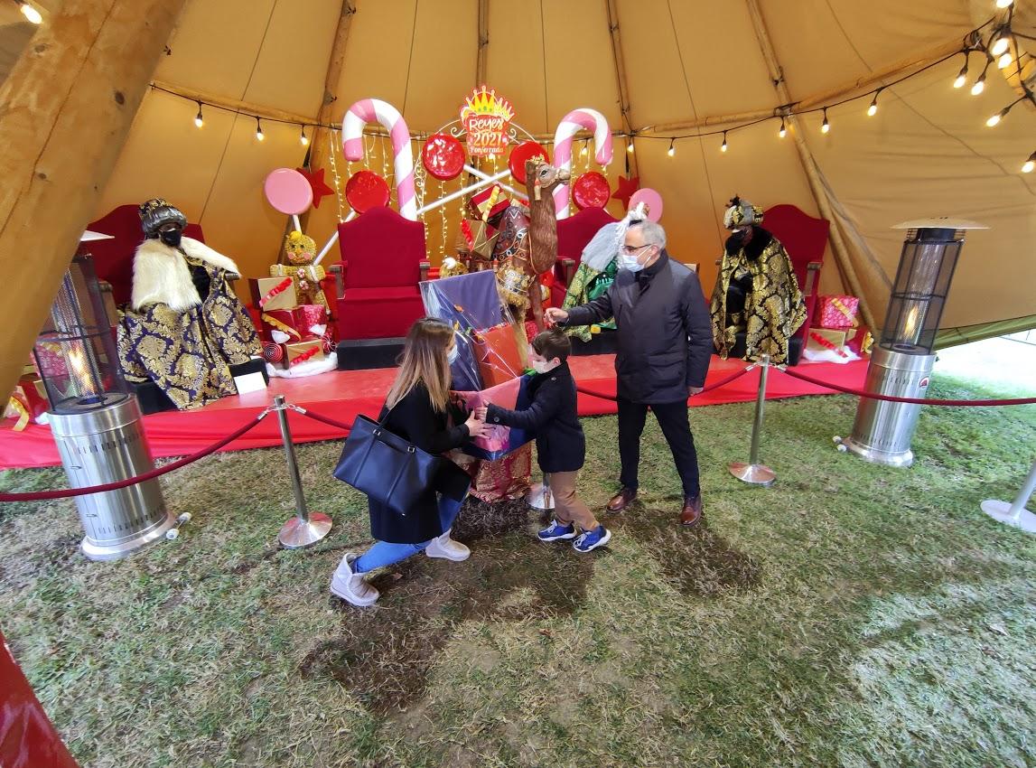 Sus Majestades los Reyes Magos reciben a los niños en el parque del Temple 1