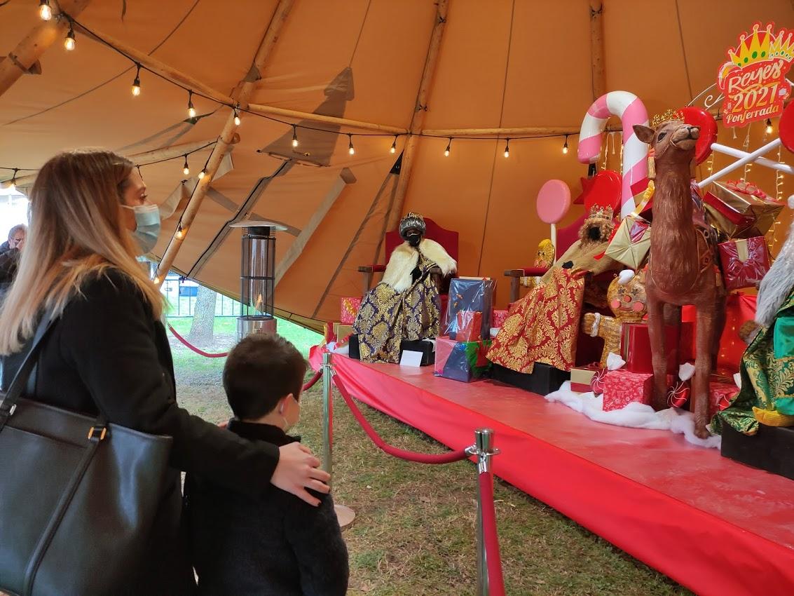 Sus Majestades los Reyes Magos reciben a los niños en el parque del Temple 3