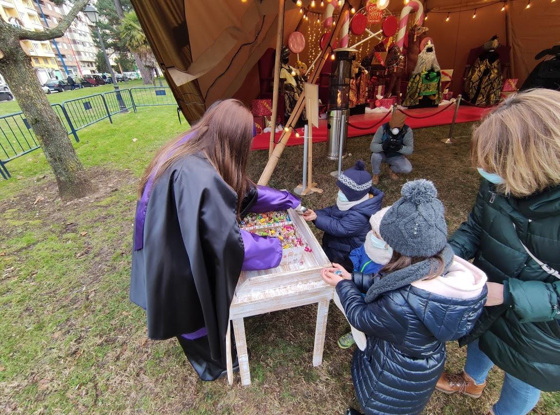 Sus Majestades los Reyes Magos reciben a los niños en el parque del Temple 5