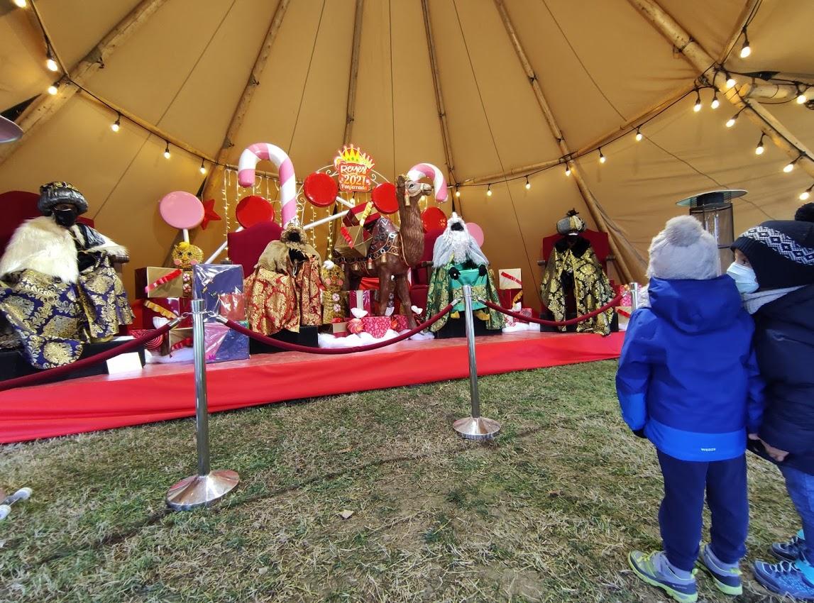 Sus Majestades los Reyes Magos reciben a los niños en el parque del Temple 6