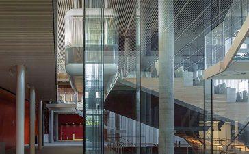 Así es el espectacular auditorio que el Banco de Santander ha inaugurado en Madrid, con vidrio fabricado por la berciana Tvitec 2