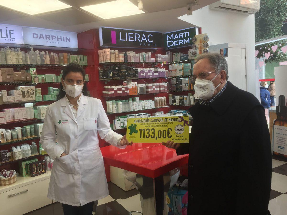 El Banco de Alimentos recoge la recaudación de la campaña realizada por la Farmacia Tato 1