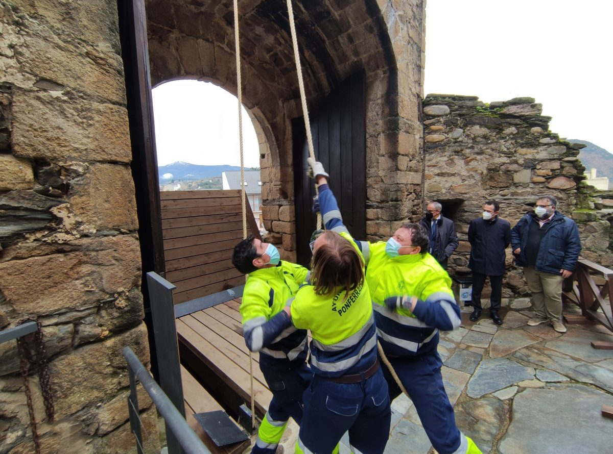 Terminan las obras de restauración del acceso al Castillo de los Templarios de Ponferrada con la recuperación del puente levadizo 1