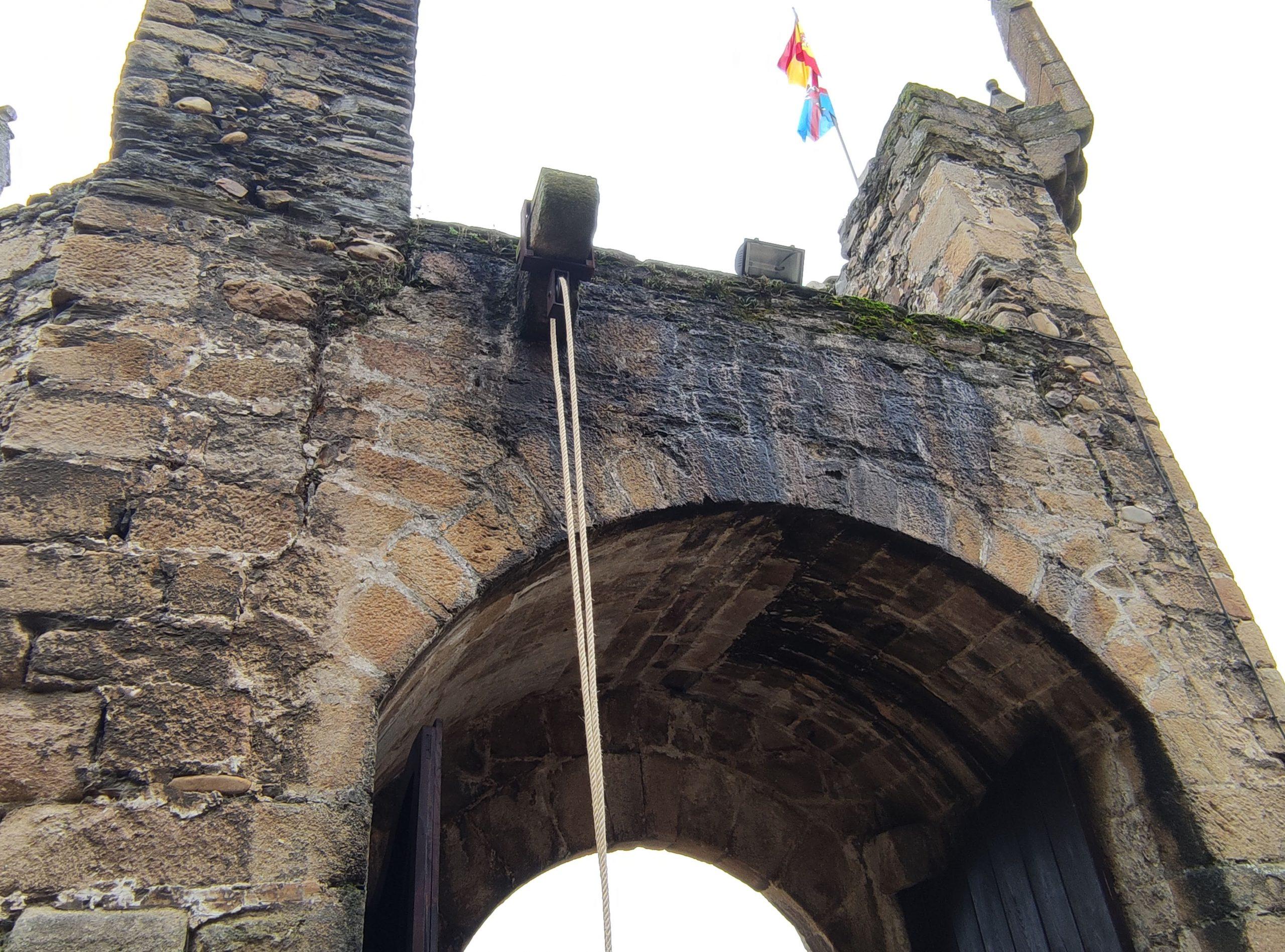 Terminan las obras de restauración del acceso al Castillo de los Templarios de Ponferrada con la recuperación del puente levadizo 4