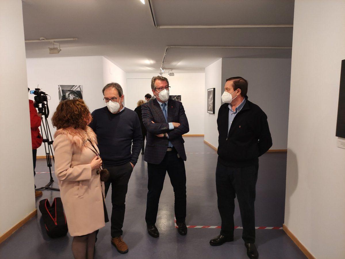 Inaugurada la exposición de obras del '5º Certamen de fotografía urbana contemporánea leonesa' en el campus de Ponferrada 1