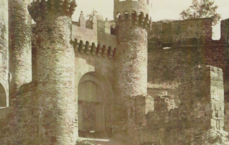 El director de los museos, y del Castillo de Ponferrada recupera una fotografía centenaria que muestra una vista muy diferente de la fortaleza 1