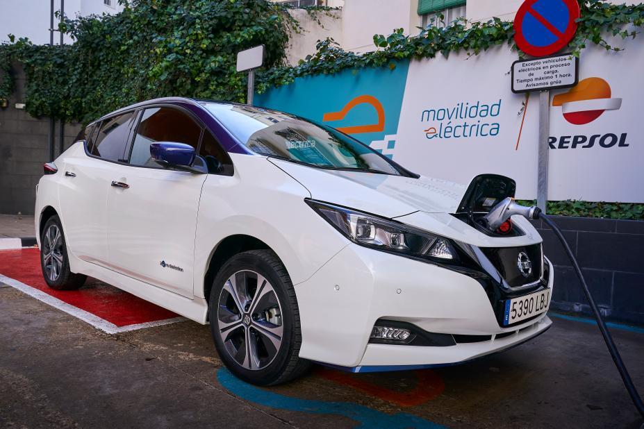 Ponferrada tendrá nuevos puntos de recarga para coches eléctricos gracias a un acuerdo entre Repsol y Nissan 1
