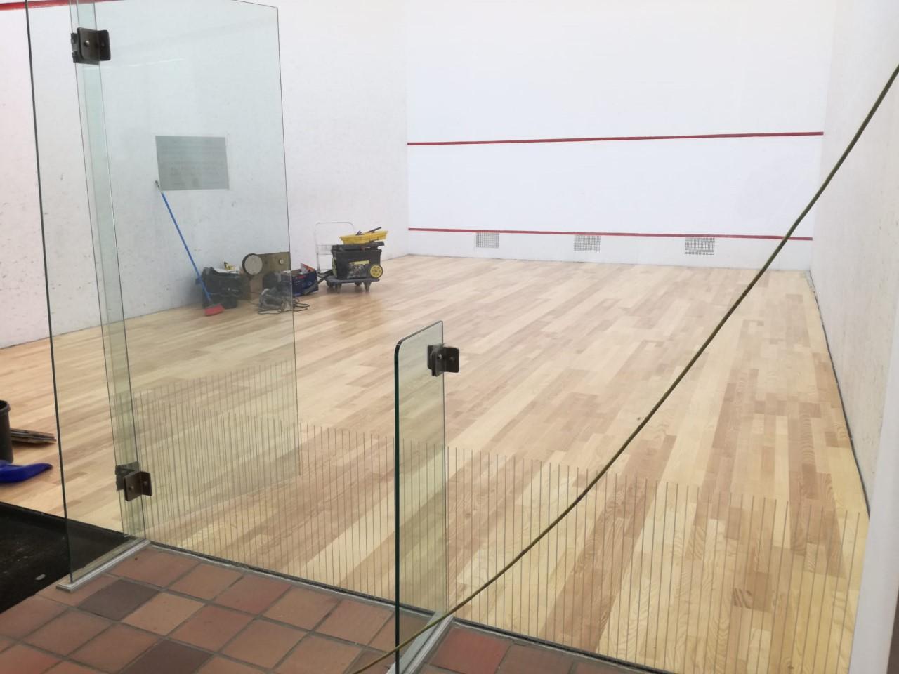 Ponferrada acondiciona las pistas de squash del complejo Lydia Valentín, que no habían recibido mantenimiento desde su puesta en funcionamiento 1