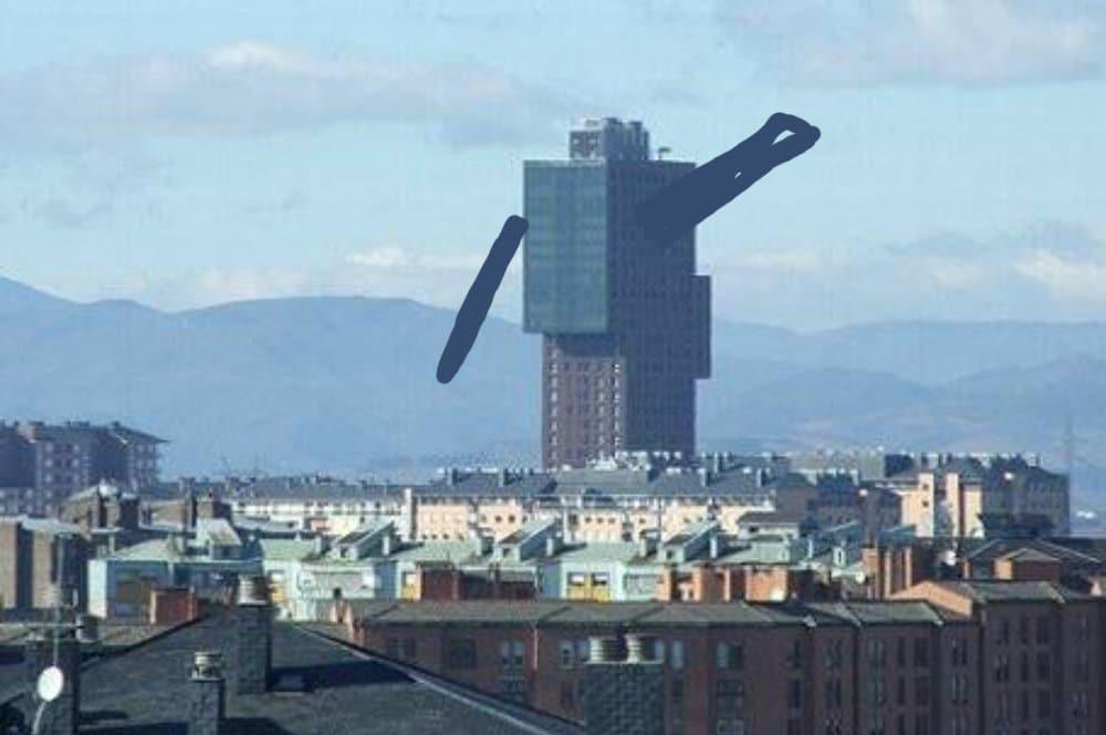 Los usuarios de Forocoches eligen los edificios más feos de España y... Si, la torre de la Rosaleda también está en el ranking 1