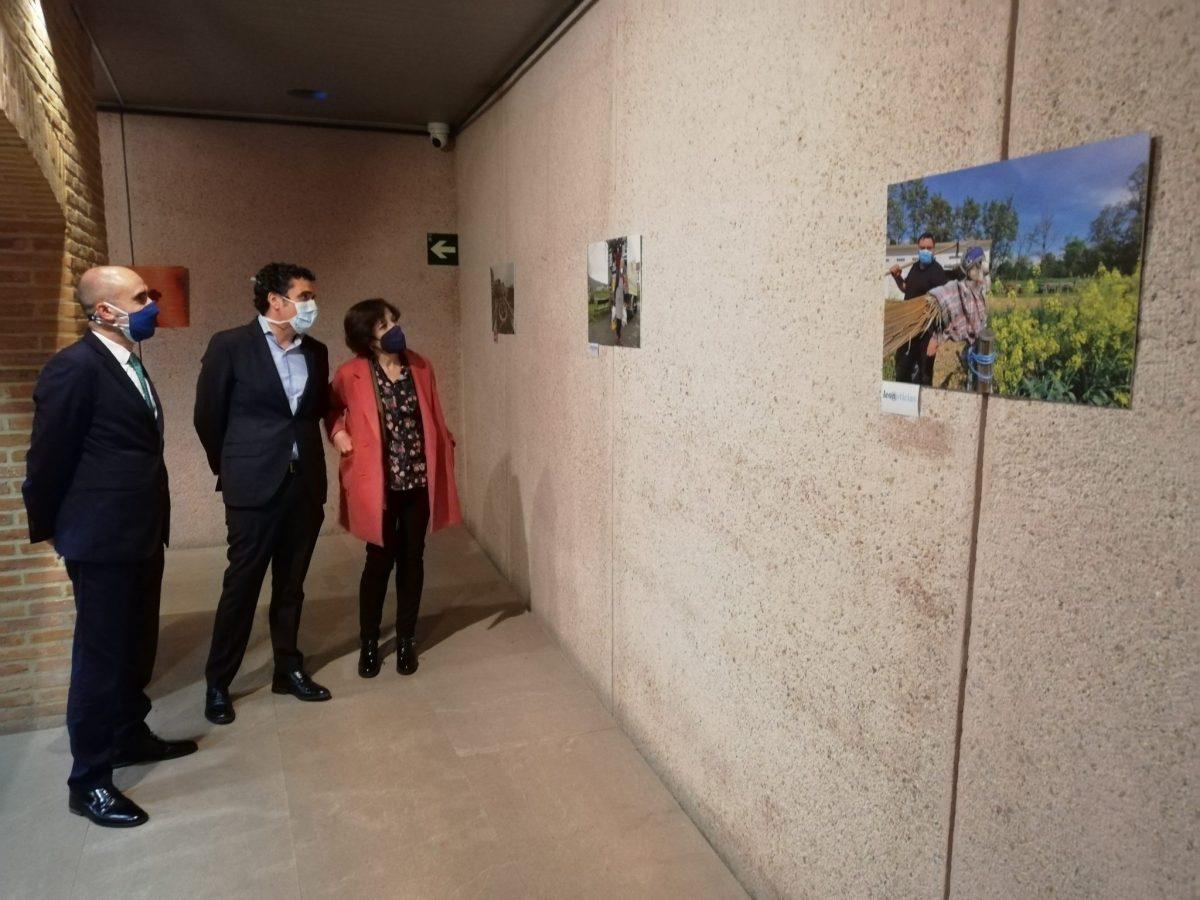 Inaugurada la exposición 'Imágenes periodísticas de la pandemia en León' en el Museo del Bierzo 1