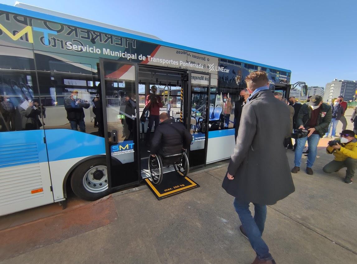 Los autobuses 'blanquiazules' del nuevo Servicio Municipal de Transporte de Ponferrada, inician su andadura 11