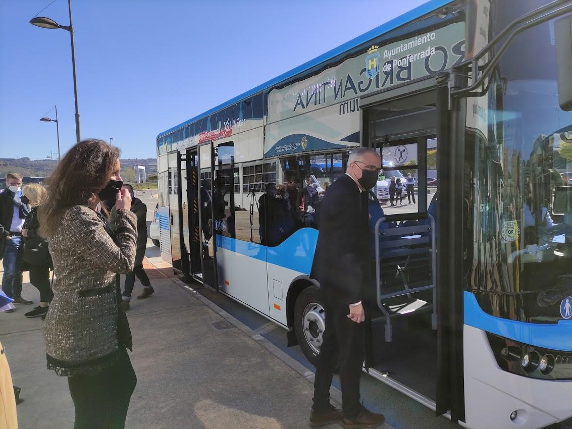Los autobuses 'blanquiazules' del nuevo Servicio Municipal de Transporte de Ponferrada, inician su andadura 1