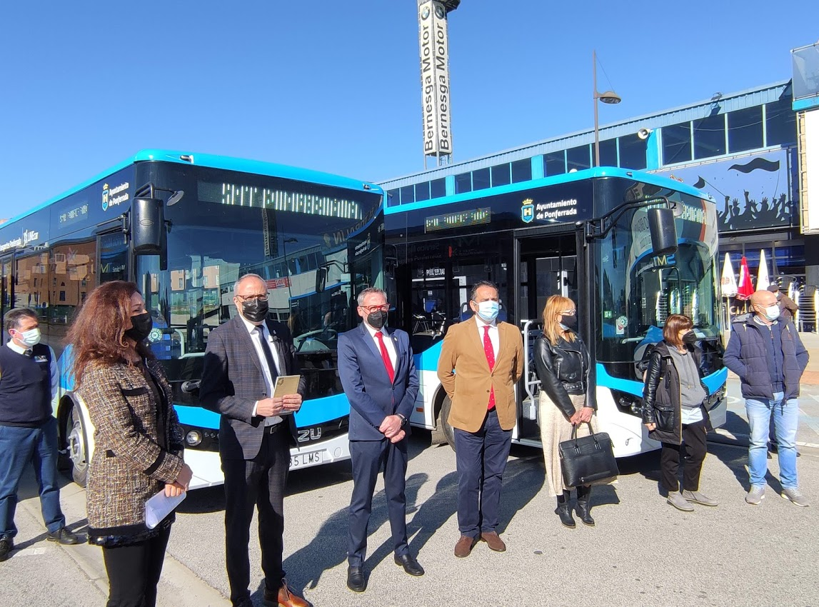 Los autobuses 'blanquiazules' del nuevo Servicio Municipal de Transporte de Ponferrada, inician su andadura 8