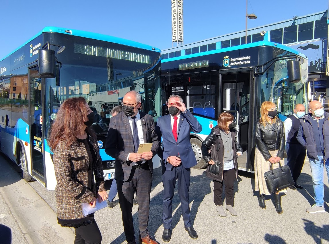 Los autobuses 'blanquiazules' del nuevo Servicio Municipal de Transporte de Ponferrada, inician su andadura 7