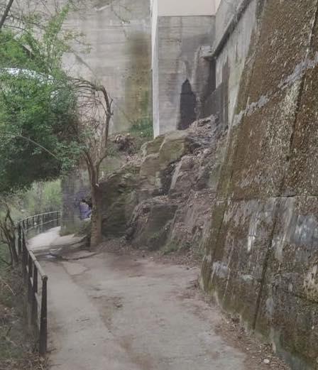 Ponferrada acondiciona el paso del paseo del río bajo el puente de La Puebla 3