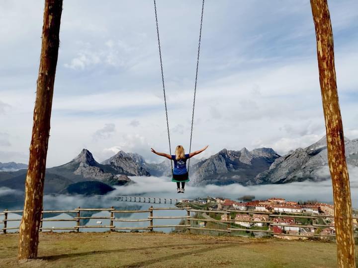 Riaño estrena un columpio gigante a 1200m de altitud 1