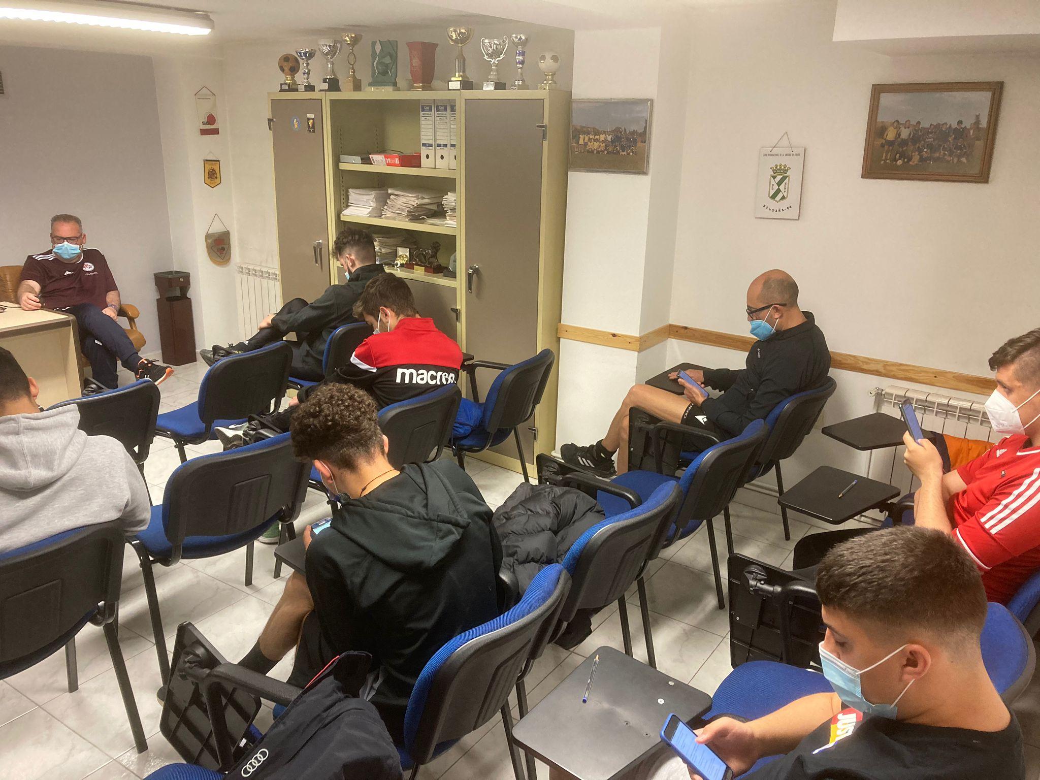 Los árbitros de la comarcal realizan las pruebas para pitar en el Bierzo y Laciana 1