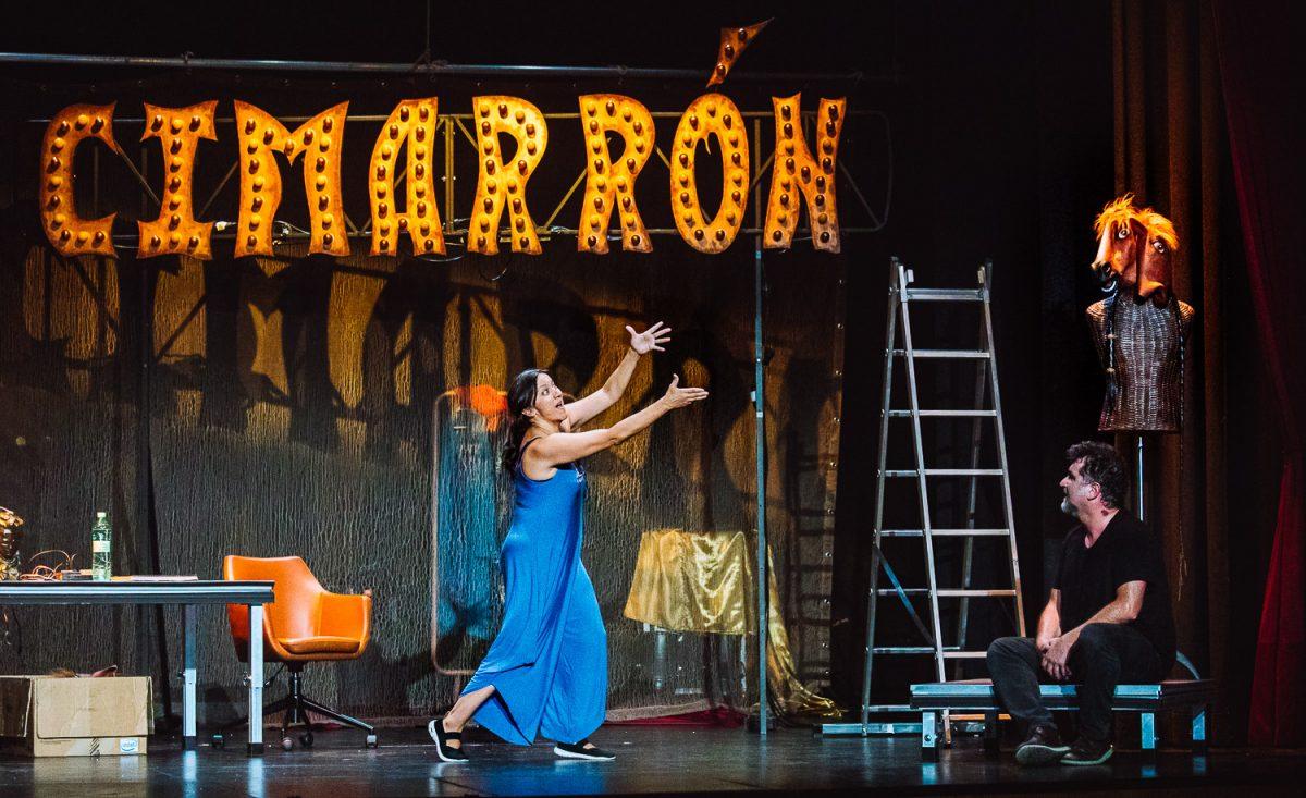 'Cabezas de cartel' una obra en clave de comedia sobre los dramas que no nos dejan en paz en el Teatro Bergidum 1