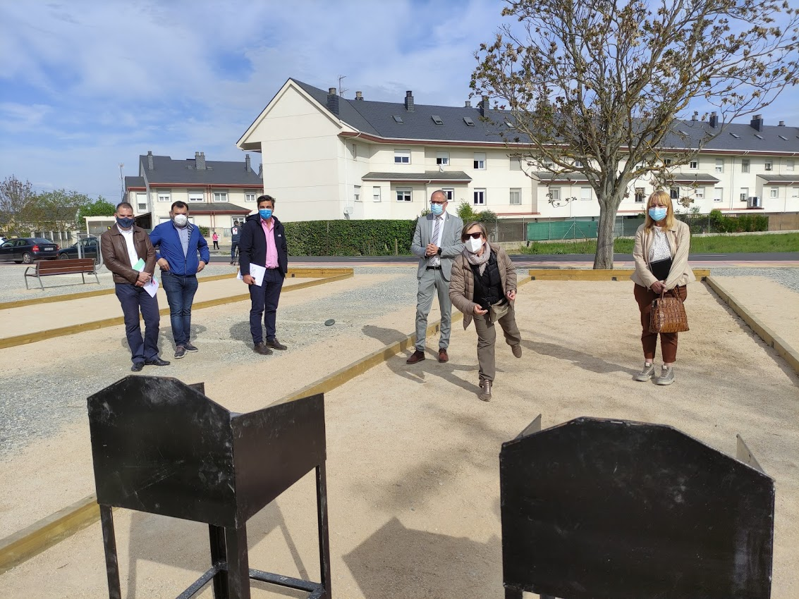 El barrio de Compostilla dispone desde hoy de un área recreativa del jubilado 2