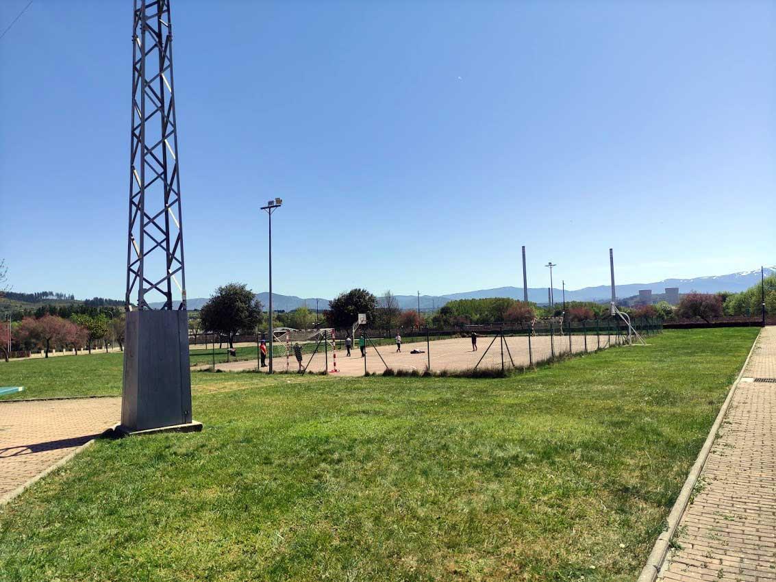 Con niños en el Bierzo | Parque público de Cabañas de la Dornilla 2
