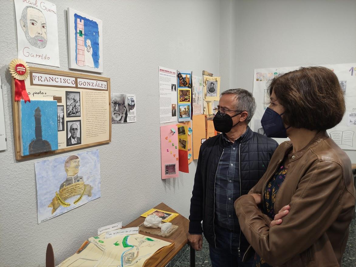 """Inaugurada la exposición """"Callejero literario"""" expone una selección de los trabajos de los escolares de Ponferrada 1"""