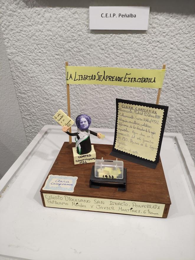 """Inaugurada la exposición """"Callejero literario"""" expone una selección de los trabajos de los escolares de Ponferrada 5"""
