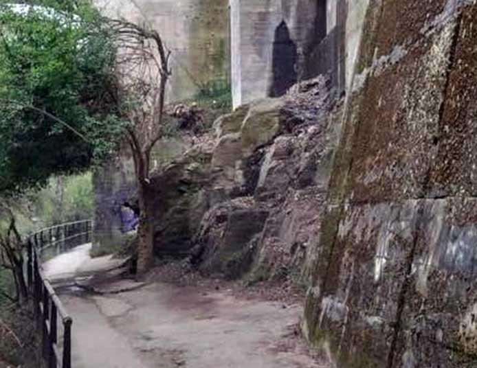 Ponferrada acondiciona el paso del paseo del río bajo el puente de La Puebla 1