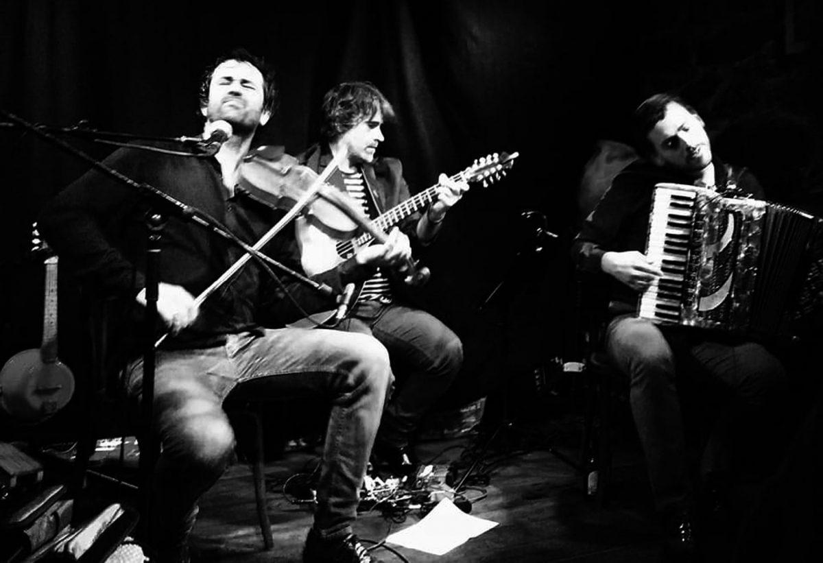 El dúo Fetén Fetén acompañado de Pedro Pascual ofrecerá un concierto en el Bergidum con una lectura contemporánea de la música tradicional y popular 1