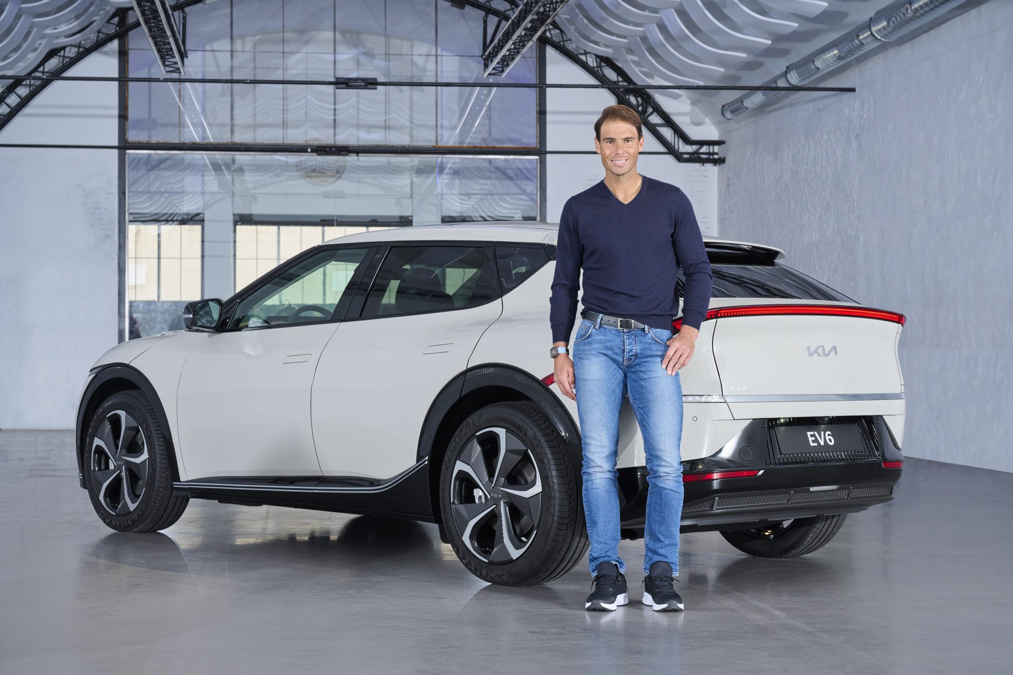 "Rafa Nadal se sube a bordo del nuevo KIA EV6 eléctrico: ""¡QUIERO UNO!"" 1"