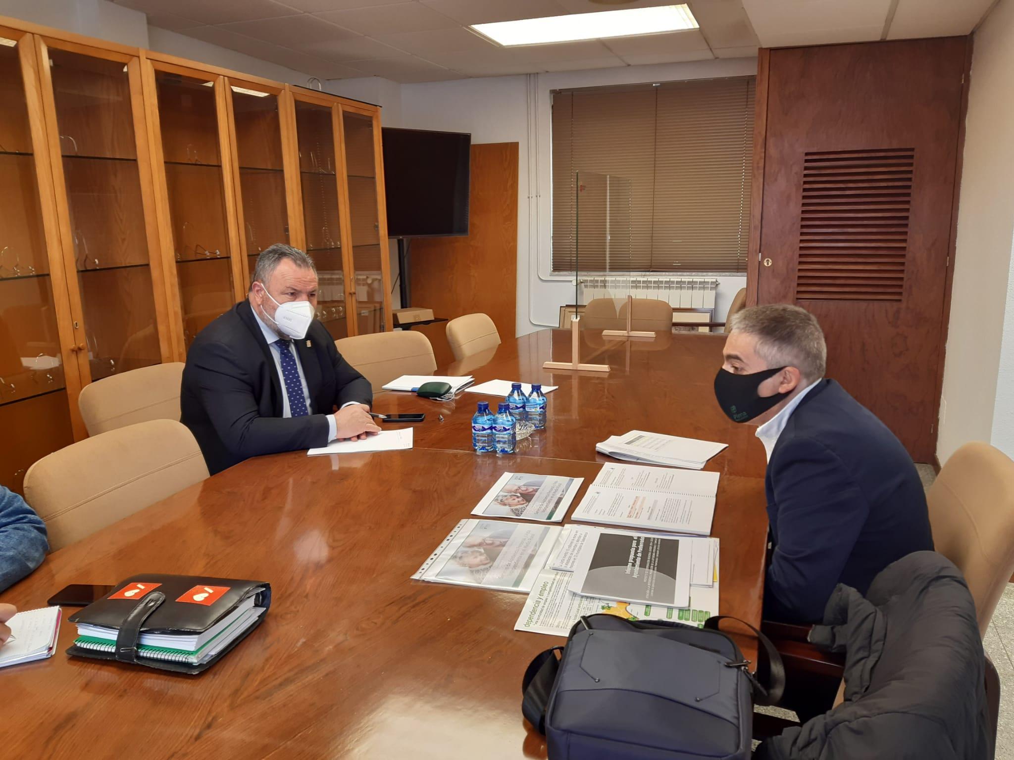 Asprona Bierzo presenta su proyecto de futuro para el medio rural al presidente de la Diputación de León 1
