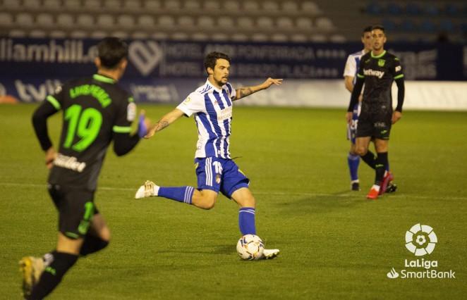 El centrocampista Erik Morán seguirá en la Ponferradina las 2 próximas temporadas 1