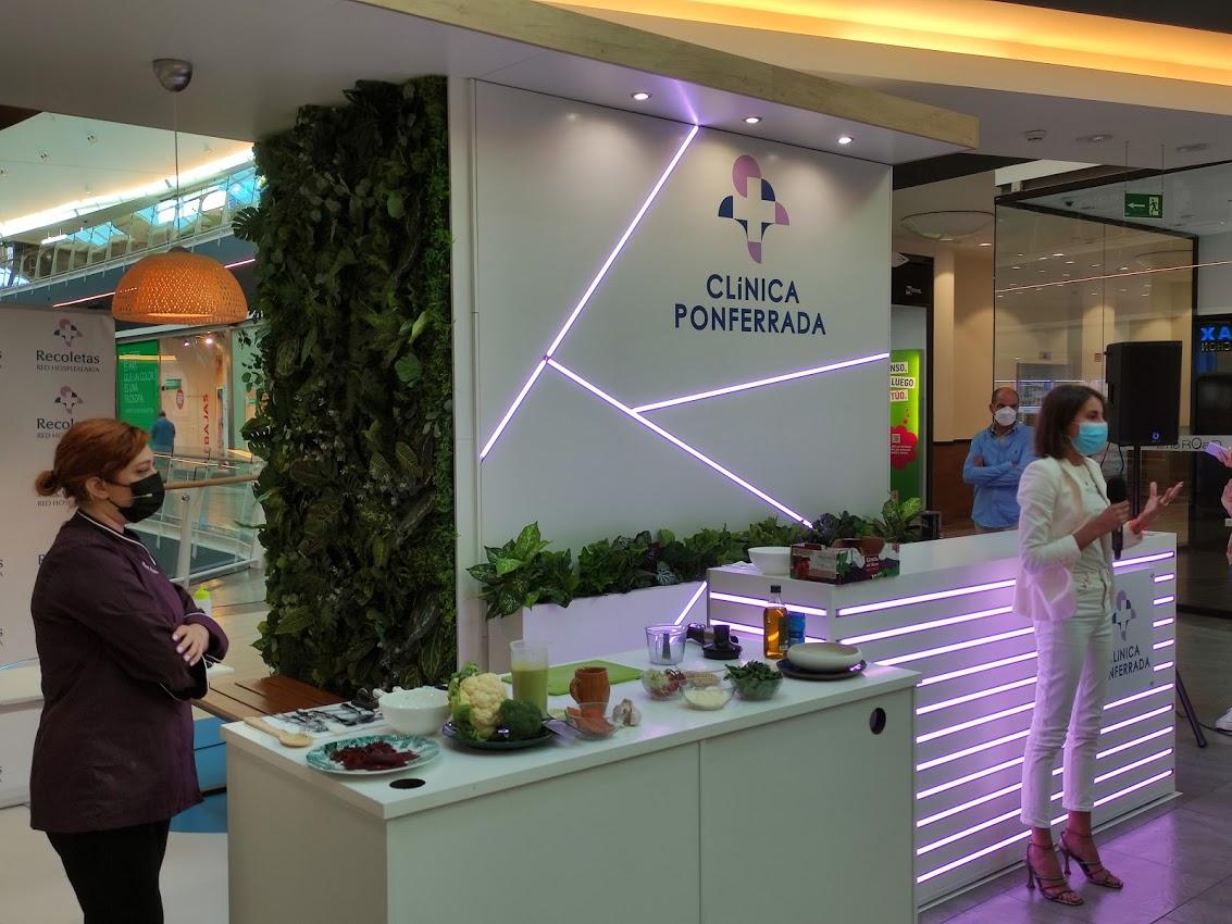 La Clínica Ponferrada inaugura su stand en El Rosal con un showcooking de la chef Blanca Mayandía 6