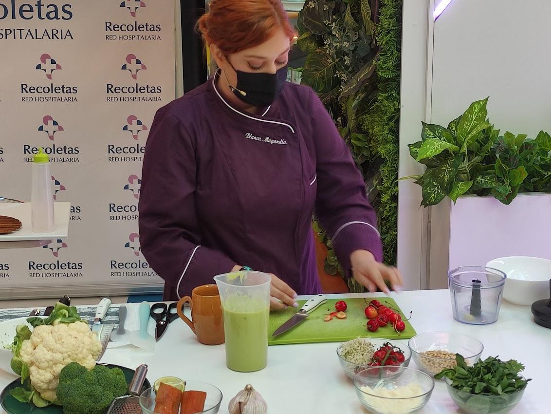 La Clínica Ponferrada inaugura su stand en El Rosal con un showcooking de la chef Blanca Mayandía 3