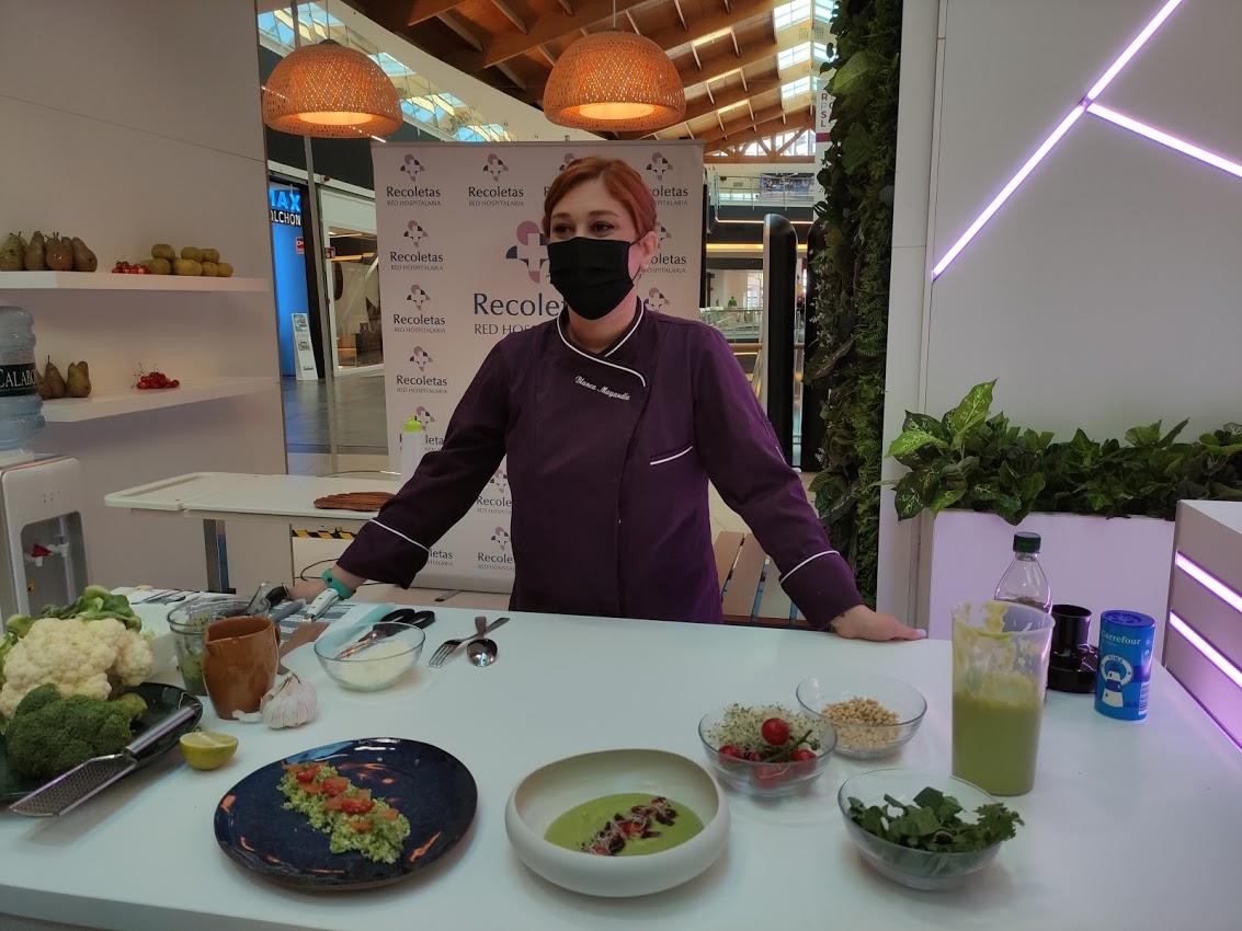 La Clínica Ponferrada inaugura su stand en El Rosal con un showcooking de la chef Blanca Mayandía 5
