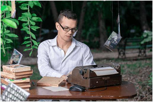 """Cacabelos presenta en el MARCA la edición del poemario ganador del IV Certamen Internacional de Poesía """"Manuela López"""" 1"""