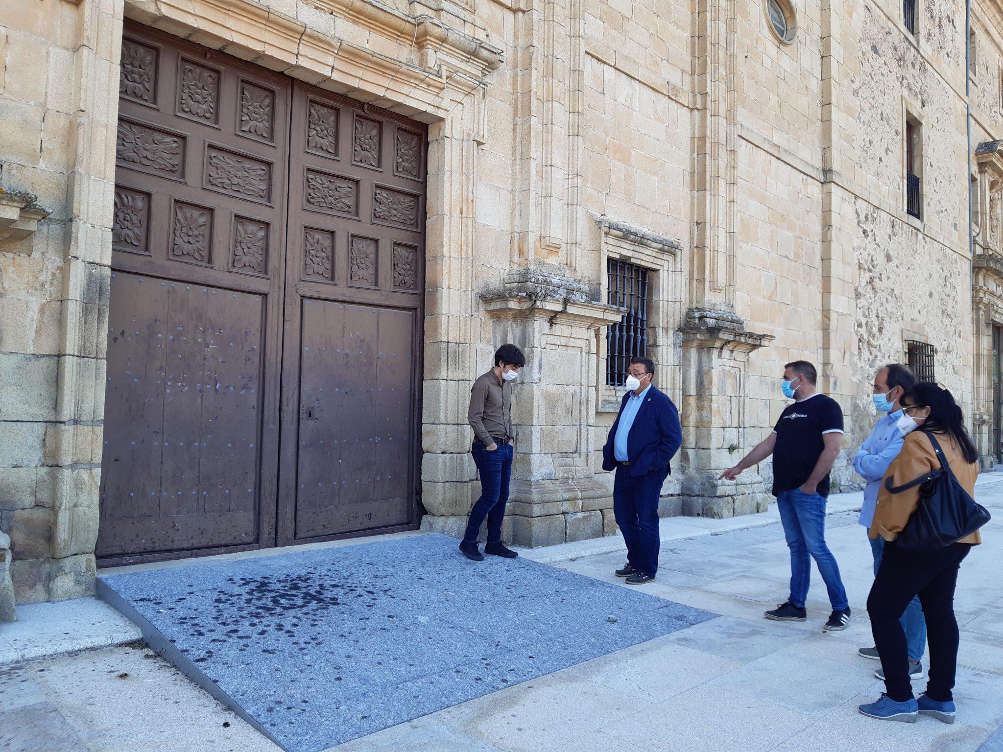 Finalizada la restauración del monumental atrio de la iglesia villafranquina de San Nicolás 2