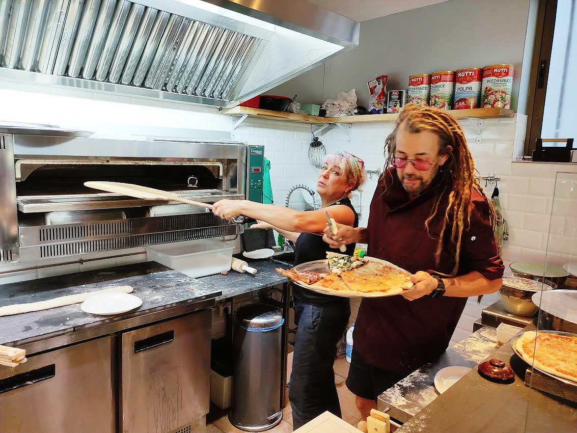 David y Petra de EEUU al Bierzo con Rock&Roll Pizza 2