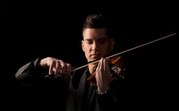 La Vaca retoma los directos con el sonido de Thomas Potiron y su violín eléctrico 4