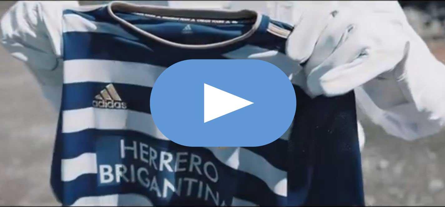 La SD Ponferradina presenta las equipaciones de su centenario 1