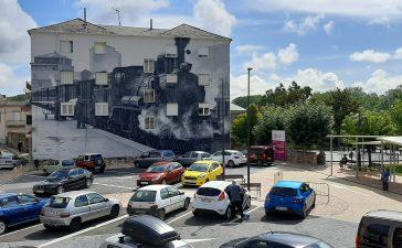 La nueva plaza de la Biblioteca de Toral de los Vados se culmina con un mural homenaje al ferrocarril en el Bierzo 8